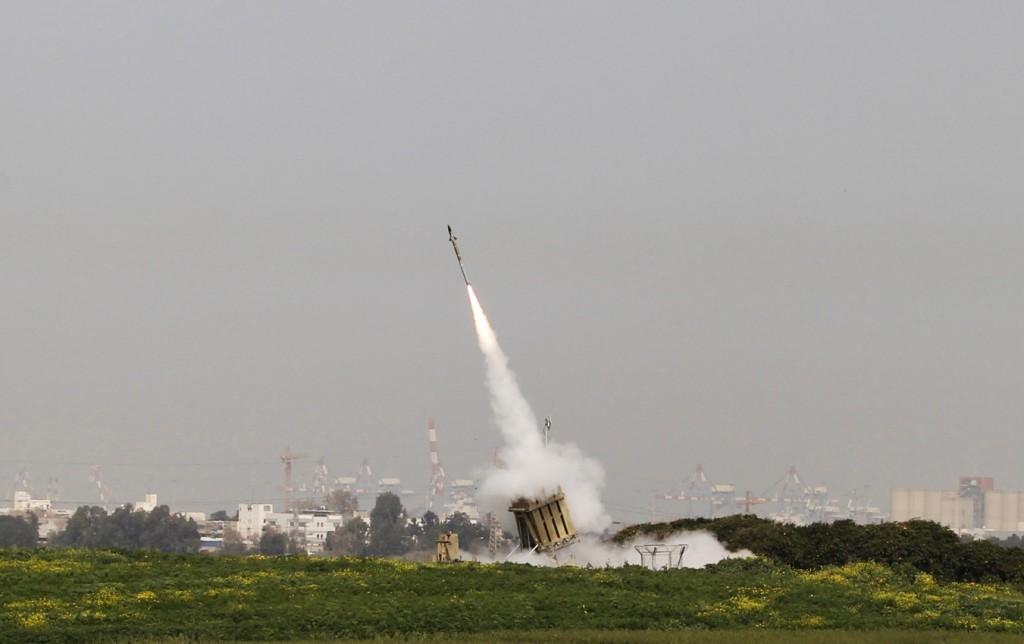 그림 3.이스라엘 남부 아슈도드시(市)에서 발사되고 있는 Iron Dome 미사일